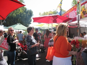 people lining up at food vendors Montrose market