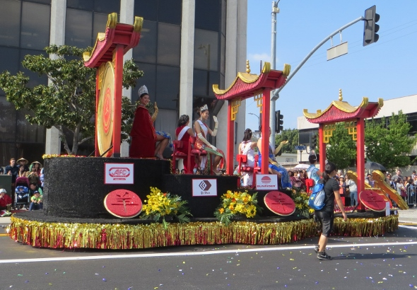 Miss Chinatown float 2015
