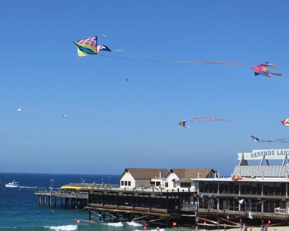 Big kites at Redondo Pier