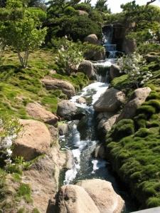 Cascading water at SuihoEn garden