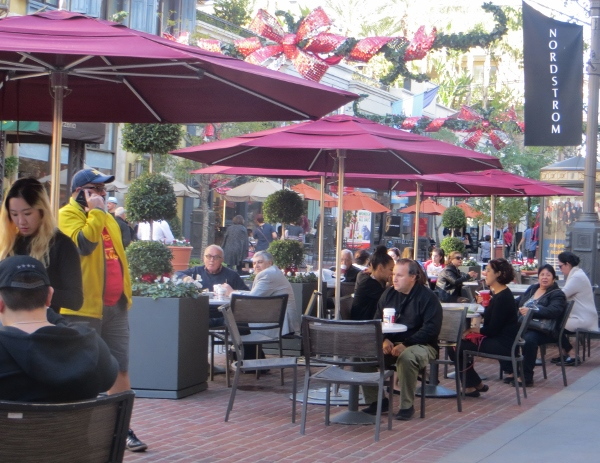 No separate food court at the Americana.  Dining al fresco outsoide of resaurants scattered throughout the mall is the rule.