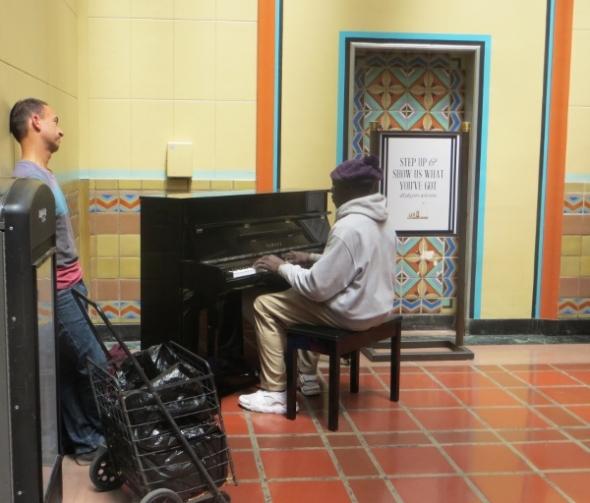 Piano player Union Station