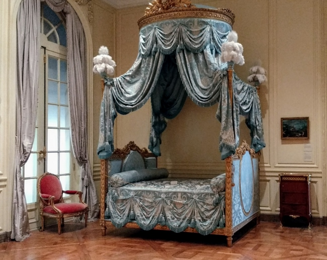 blue French bed
