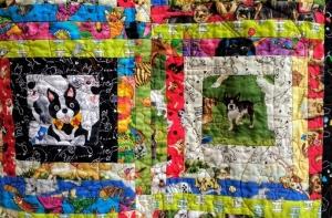 Detail dog quilt Glendale Quilt conv