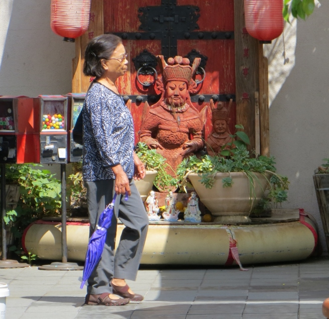 Woman and god in Chinatown