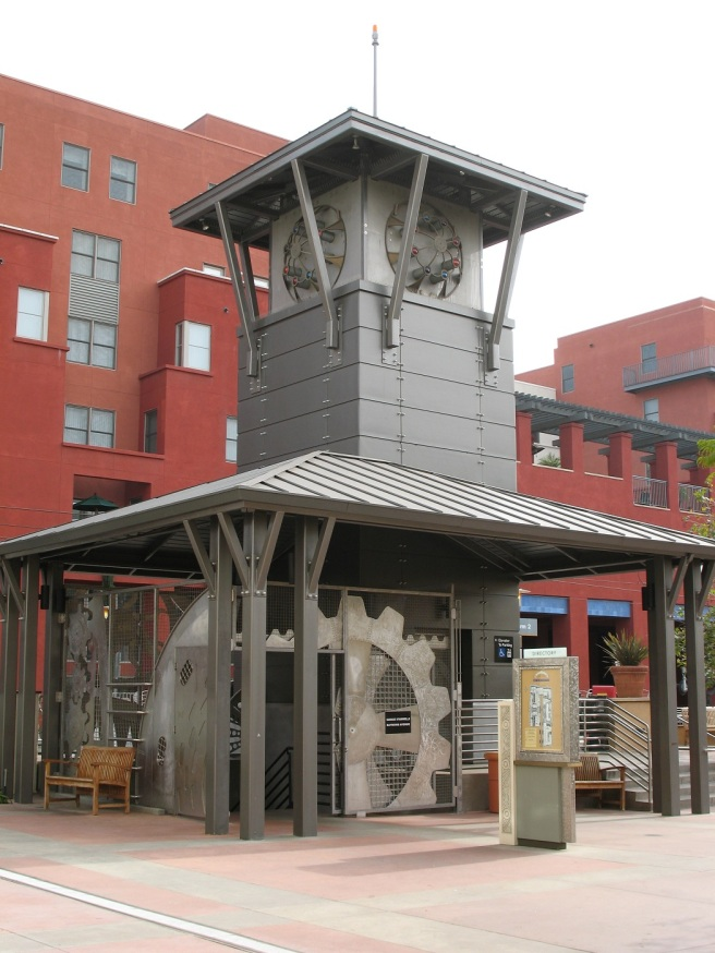 Gray tower artwork at Del Mar Gold Line Station