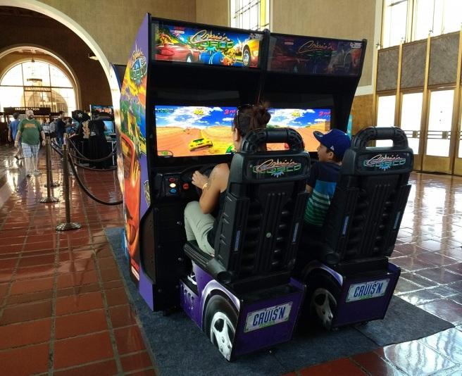 Cruisn arcade game LA City Pix