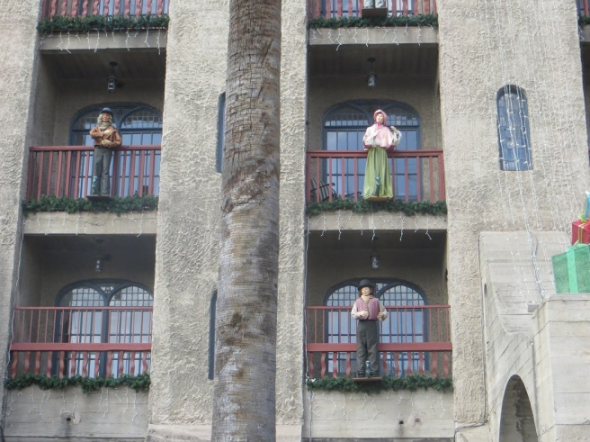 Animatronic singers on balconies Mission Inn