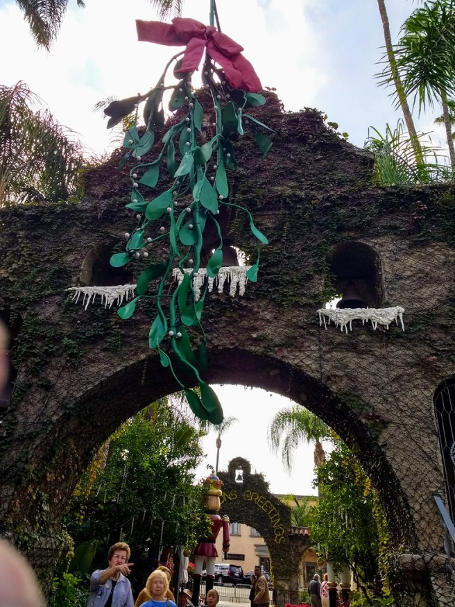 Mistletoe at Mission Inn entrance 2018 Festival of Lights