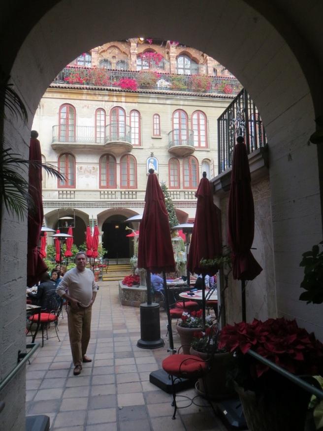 Restaurant in atrium Mission Inn
